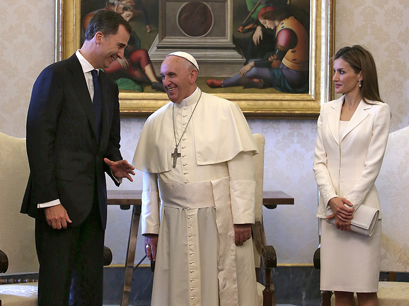 The Surprising Reason Princess Charlene – and Very Few Others – Are Allowed to Wear White to Meet the Pope| The Royals, Charlene Wittstock, Pope Francis, Prince Albert