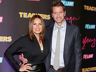Peter Hermann and Mariska Hargitay Cuddle Close on the Younger Red Carpet