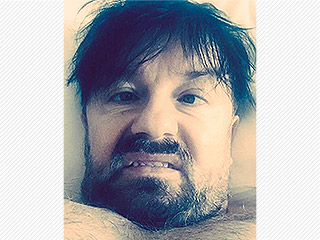 Host Ricky Gervais Shows Off His Disheveled Look Pre-Golden Globes – and Promises to 'Offend'