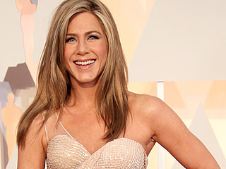 Jennifer Aniston Credits Justin Theroux for Reintroducing Her to Pasta: 'I Don't Know Whether I Should Thank Him or Hate Him'