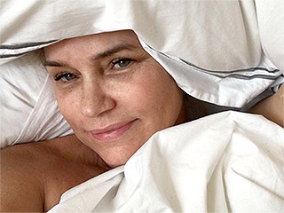 Yolanda Foster Shares a Bare-Faced Bed Selfie on 'Another Wasted Saturday'