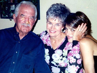 Lisa Rinna Remembers Dad on 1-Month Anniversary of His Death: 'Grief Is Surreal'