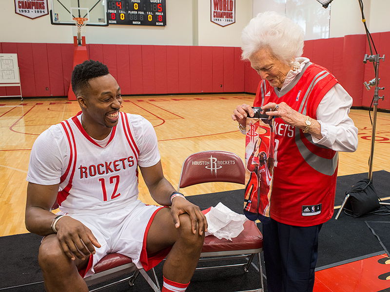 Hoop Dreams: Barbara Bush and Dwight Howard Adorably Team Up to Film Two Literacy PSAs| politics, Barbara Bush