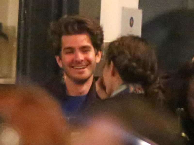 Andrew Garfield Dines with Brunette Woman in London ... Andrew Garfield 2016