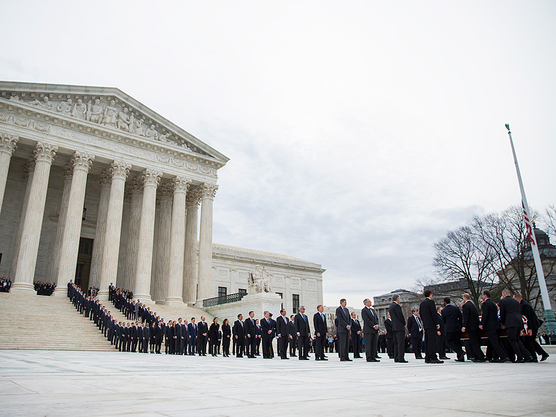 Hundreds – Including the Obamas – Gather to Pay Respects to Supreme Court Justice Antonin Scalia| Death, Presidential Elections, Untimely Deaths, politics