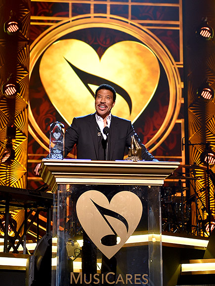 Dave Grohl Brings Down the House at Lionel Richie Tribute with Special Performance of 'You Are'| Grammy Awards 2016, Individual Class, Dave Grohl