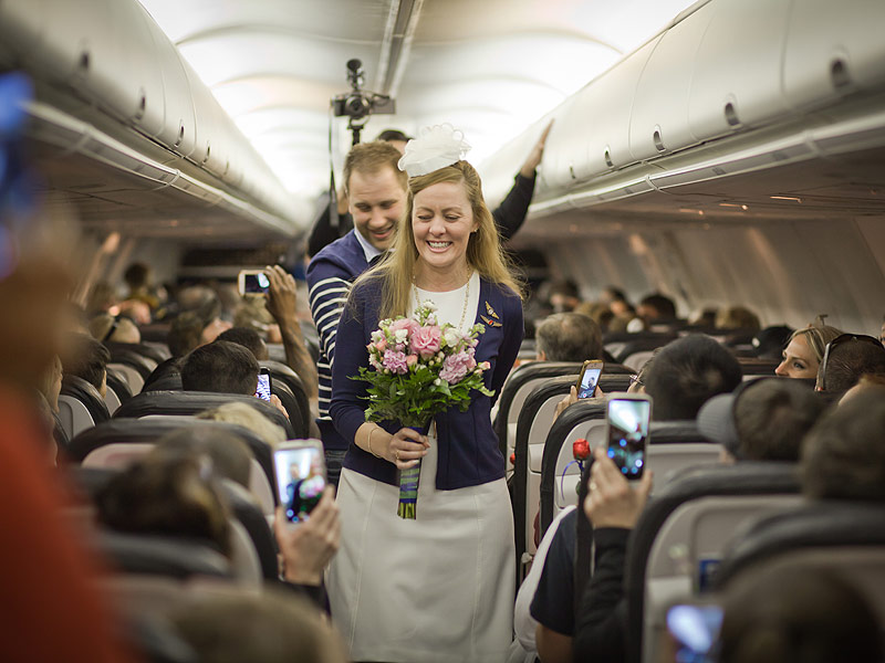 Couple Weds Mid-Flight (35,000 Feet in the Air!) to Fulfill Sick Mother's Request| Around the Web, Real People Stories, The Daily Smile