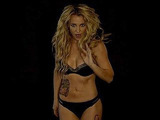Britney Spears Shows Off Her Sculpted Abs in Steamy Instagram Videos