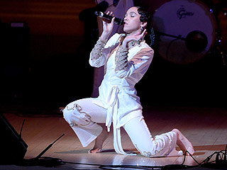 FKA twigs Gives Sexy Performance at Carnegie Hall
