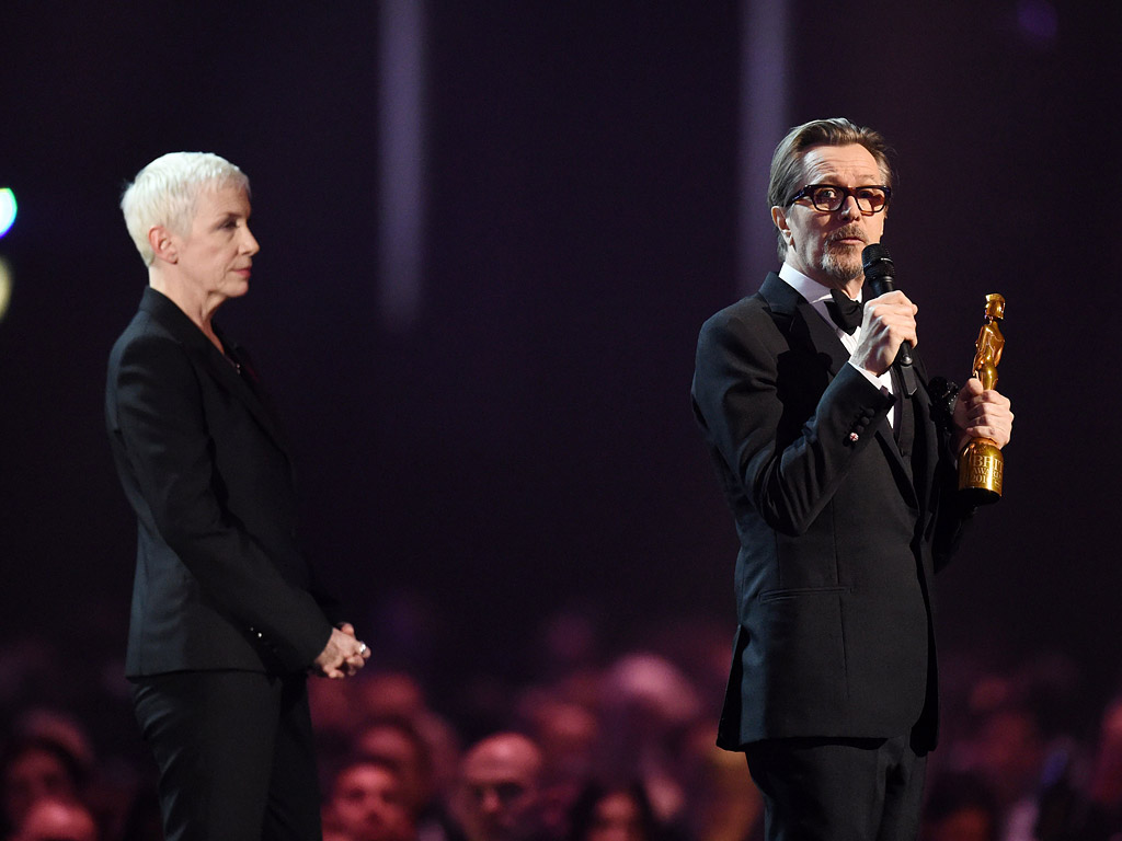 Tears for David Bowie at the Brit Awards: Annie Lennox and Gary Oldman Pay Tribute and Lorde Gives a Moving Performance| Tributes, Music News, Annie Lennox, David Bowie, Gary Oldman, Lorde