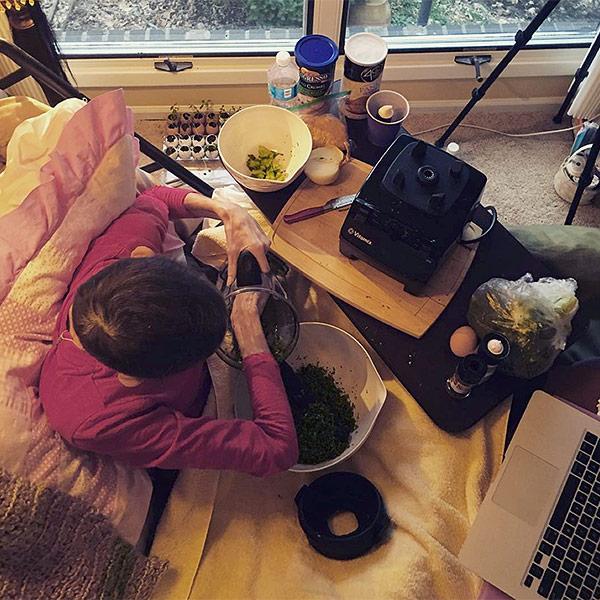 Joey Feek Making Dinner for Family in Hopsice