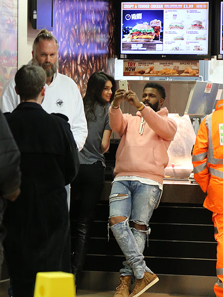 Kendall Jenner Eats Late-Night Treat from Burger King After Partying with Drake and Rihanna in London| Models, TV News, Drake, Kendall Jenner, Rihanna