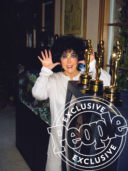 What Happened the Day Elizabeth Taylor Went Hitchhiking – and Other Stories from Her Hidden Life| Books, Movie News, Elizabeth Taylor