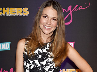 Sutton Foster Recalls Transporting Her Tony Awards Cross-Country: TSA Was 'Very Unimpressed'