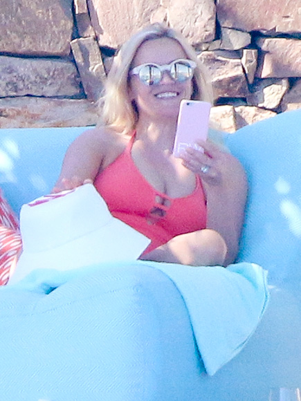 Reese Witherspoon Flaunts Toned Figure in One-Piece Swimsuit During Mexico 'Girls Trip' Ahead of Her 40th Birthday| Movie News, Reese Witherspoon