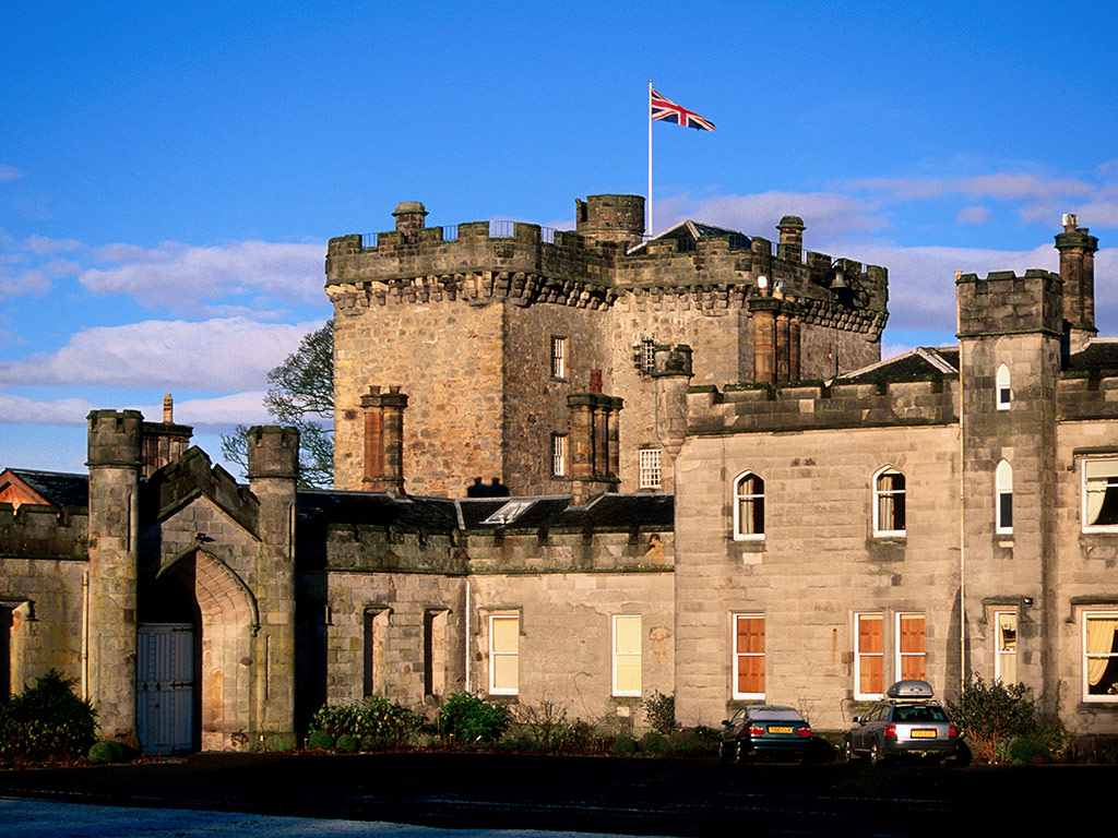 Downton Abbey: Scottish Castle Lets Visitors Live the Life of the Characters