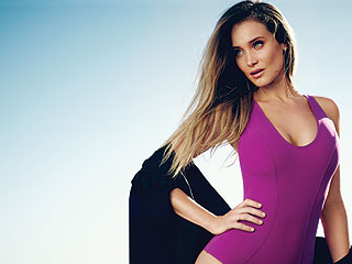Model Hannah Davis Questions the Need to Airbrush: 'I Think You Look Like a Barbie Doll When They Erase the Wrinkles'
