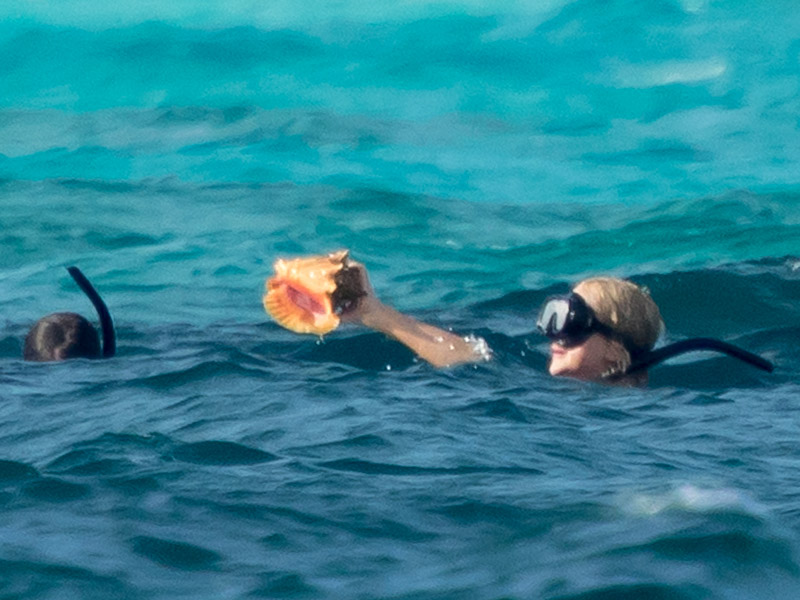 Beers, Bikinis and Conches! Jennifer Lawrence Goes Snorkeling with Her Girlfriends in the Bahamas| Bikinis, Bodywatch, Jennifer Lawrence