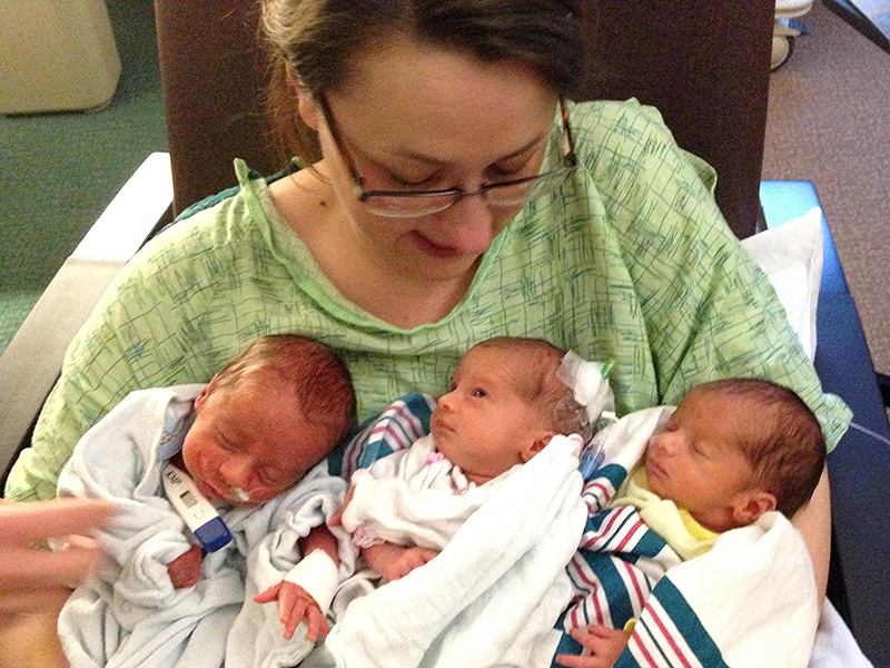Kansas Mother of Five Dies a Week After Giving Birth to Triplets: 'I Have to Be Strong,' Says Dad| Babies, Death, Kids & Family Life, Personal Tragedy, Pregnancy, Real People Stories