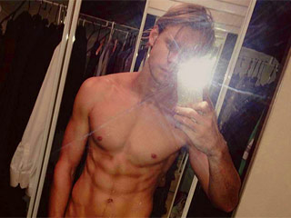 Chord Overstreet Shows off Some Seriously Toned Abs and We're Swooning!