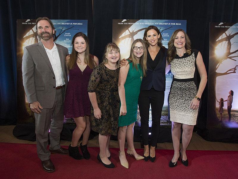 An 'Upbeat' Jennifer Garner Celebrates Her New Film Miracles from Heaven Outside Boston  Boston, Movie News, Jennifer Garner