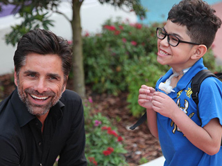 PHOTOS: John Stamos Visits Children with Life-Threatening Illnesses – 'He Loves Making Them Smile'