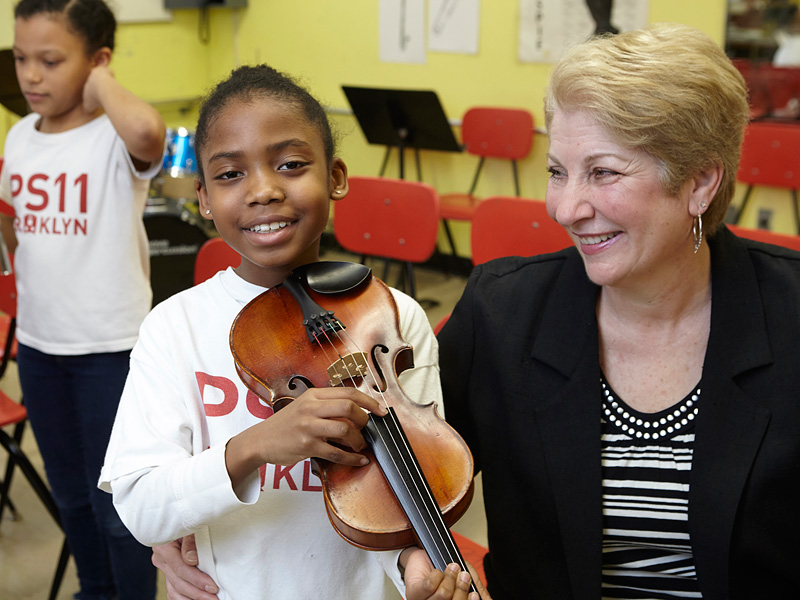 Widow of Music Store Owner Donates Over 100 Instruments to Help Others Find Joy in Making Melodies| Good Deeds, Real People Stories, The Daily Smile