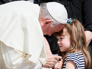 Pope Francis Blesses The Eyes of Ohio Girl Who Is Going Blind