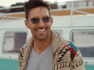 Jake Owen Let Daughter Pearl Choose the Color of His New Boat – She Picked Pink!