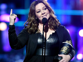 Melissa McCarthy Thanks Her Mom for Telling Her It's Okay to Not Be Likable While Winning Comedic Genius Award