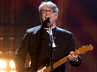 Rock & Roll Hall of Fame 2016 Inductee Steve Miller Asks for More Inclusiveness of Women, Receives Standing Ovation from Sheryl Crow