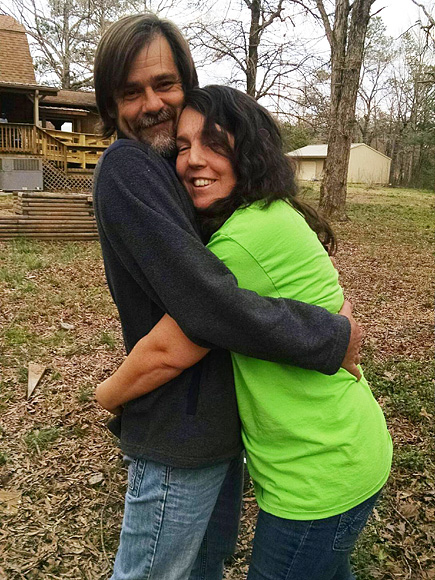 South Carolina Mom of 11 Loses Two Years of Her Memory – Including Birth of One of Her Kids – After Semi-Truck Crash| Real People Stories