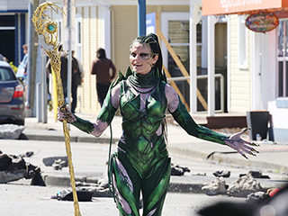 Elizabeth Banks Obliterates Krispy Kreme as Rita Repulsa While Filming Power Rangers