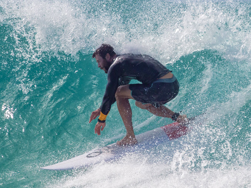 Chris Hemsworth Shows Off His Six-Pack While Surfing in Australia with His Father| Fitness, Bodywatch, Chris Hemsworth, Liam Hemsworth