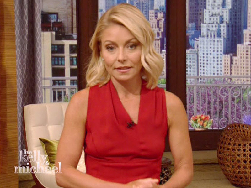 Defiant Kelly Ripa Gets Standing Ovation as She Returns to Live! After Michael Strahan Drama: 'Our Long National Nightmare Is Over'| ABC, People Scoop, TV News, Kelly Ripa, Michael Strahan