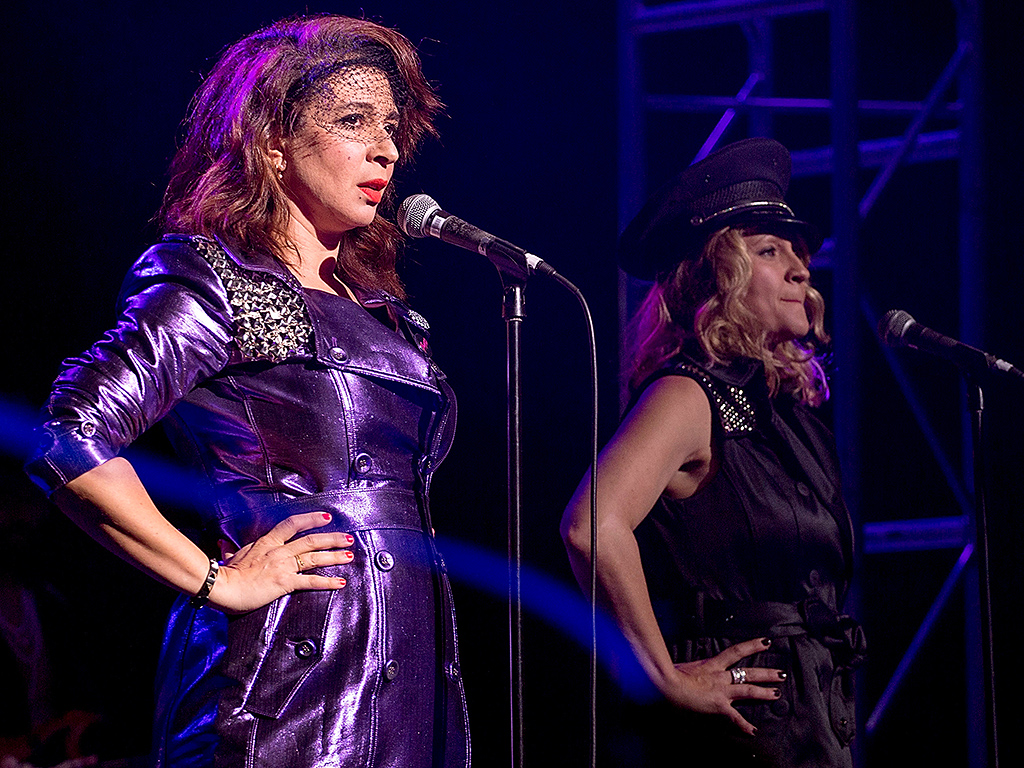 Maya Rudolph's Prince Cover Band Plays Tribute Concert After His Sudden Death: 'We'll Probably Cry'| Austin, Maya Rudolph, Prince