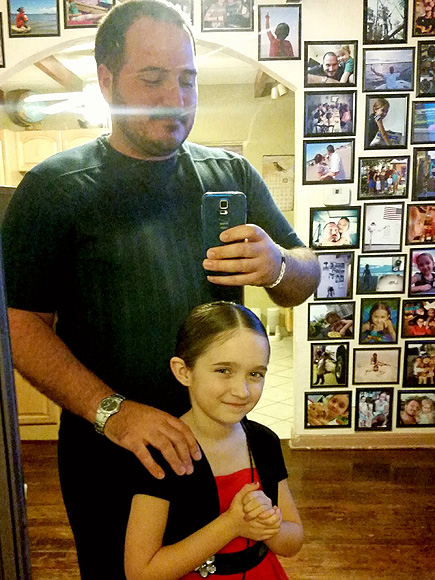 Single Dad Teaches Himself to Do His Daughter's Hair – Then Starts a Class to Help Other Fathers| Real People Stories, The Daily Smile