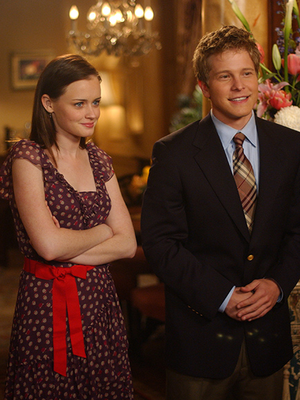 Gilmore Girls Revival: Alexis Bledel and Matt Czuchry Embrace in New Photo