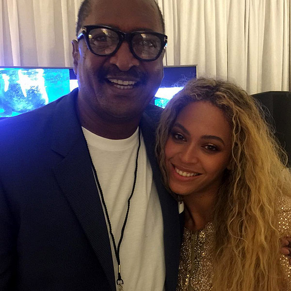 Beyonce and 'Proud Dad' Mathew Knowles Pose for Photo : People.com