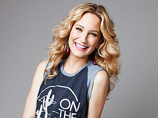 Jennifer Nettles on Being Sexy at 41: 'Soon My Neck Is Going to Be Hanging Where the Cleavage Should Be!'