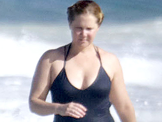 Swimsuit-Clad Amy Schumer Soaks Up the Sun in Hawaii During Weekend Getaway