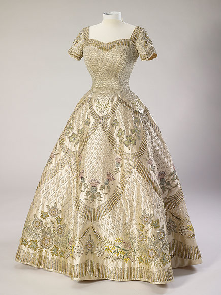 Queen Elizabeth's Coronation Gown : People.comQueen Elizabeth Coronation Dress