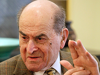 Dr. Heimlich Claims He Used His Own Maneuver for the First Time at 96