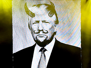 The Dixie Chicks Mock Donald Trump in Concert with a Devil-Horned Photo of the Presidential Hopeful