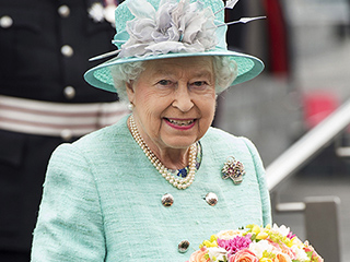 Queen Elizabeth 'Lovely and Healthy' in Aqua as She Flaunts 'Wicked Sense of Humor' in Wales