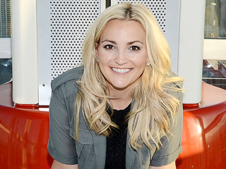 Jamie Lynn Spears on Britney's 'Amazing' Comeback: 'She's Kicking Ass Right Now!'