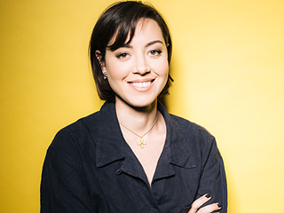 Aubrey Plaza on Her Sexuality: 'I Fall in Love With Girls and Guys, I Can't Help It'