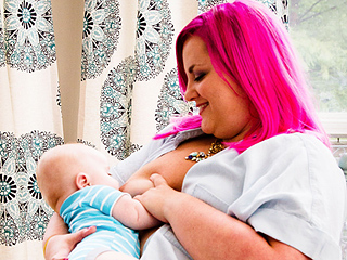 Mom with Breast Cancer Memorializes Her Last Day of Breastfeeding with Touching Photoshoot