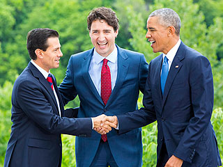 Epic Handshake Fail: U.S., Canadian and Mexican Leaders Can't Quite Make a Three-Way Work