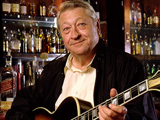 Scotty Moore, Elvis Presley's Legendary Guitarist, Dead at 84